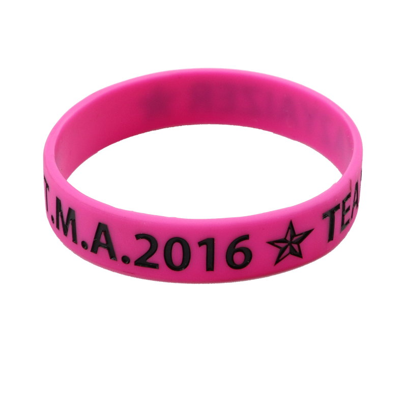 Skyee Wholesale free sample debossed logo color filled basketball rubber souvenir silicone wristband bracelet custom logo for sale
